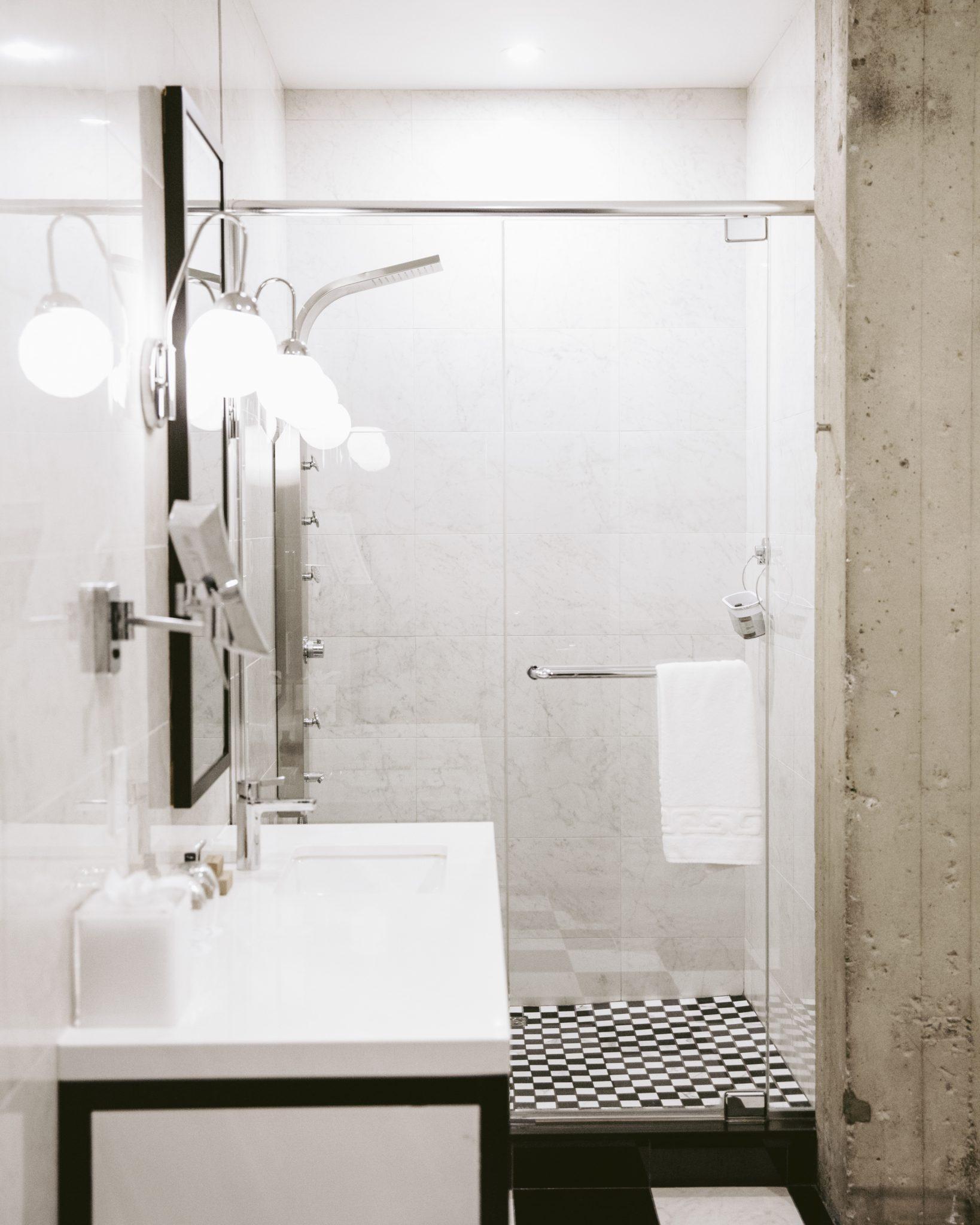Salle de bain des chambres Deluxe de l'Hôtel Place d'Armes